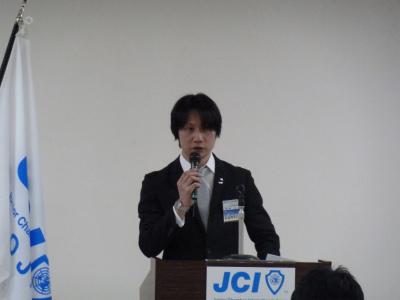 2010年度の事業報告を上程する村田直前理事長